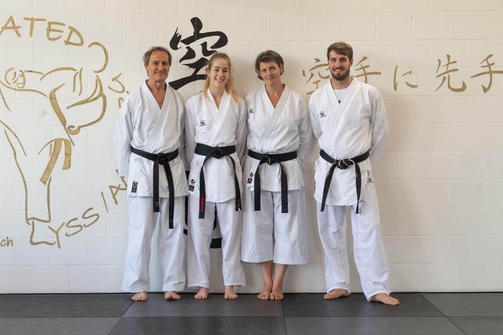 Die stolzen Dojoleiter  Rudi, Barbara und Demian Seiler mit Nina